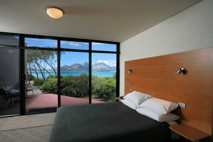 edge of the bay resort. Black Bedroom Furniture Sets. Home Design Ideas