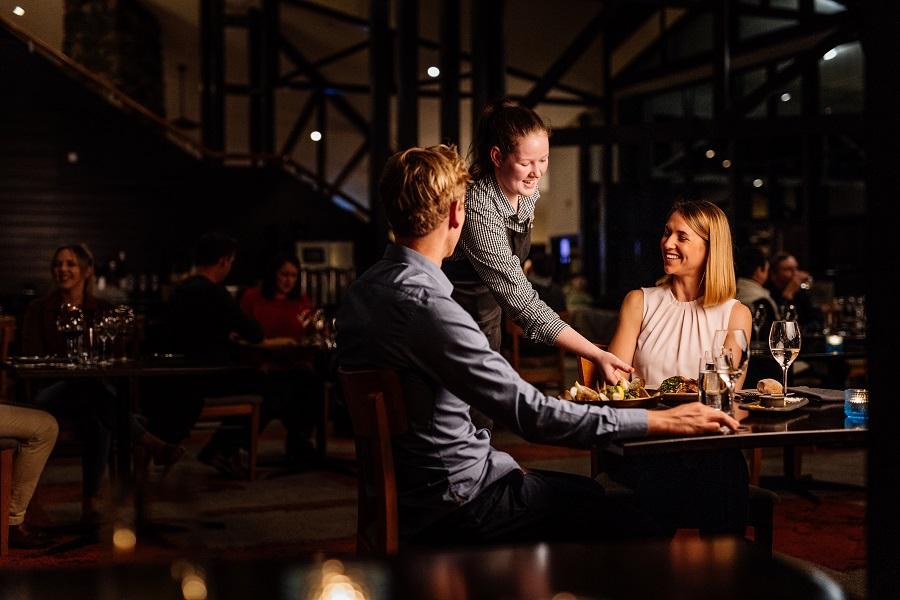 coles bay restaurant, east coast tasmania, discover tasmania