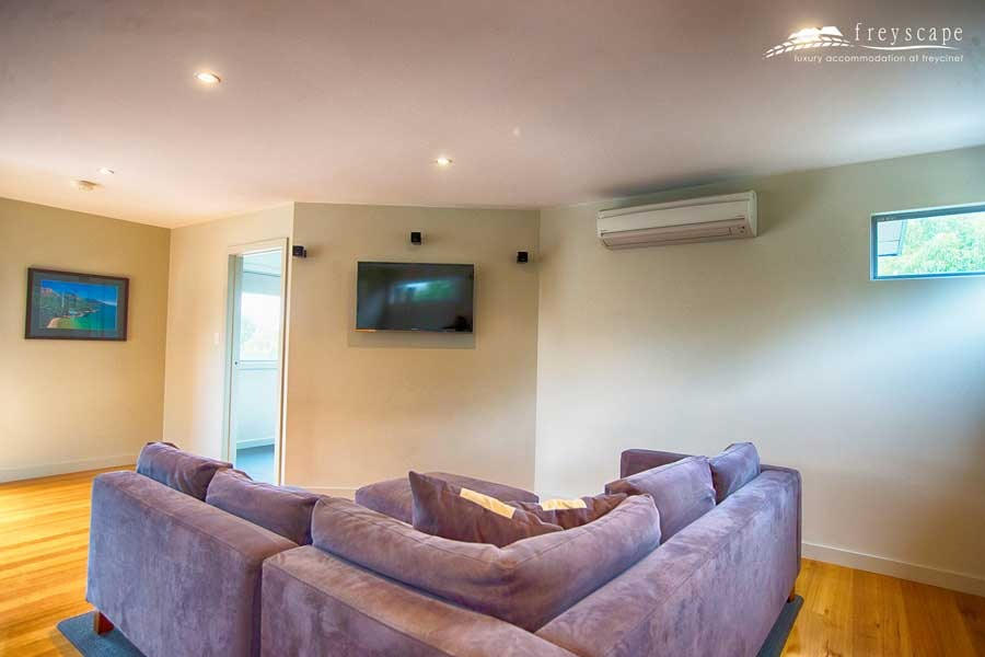 Freyscape Lounge accommodation Coles bay