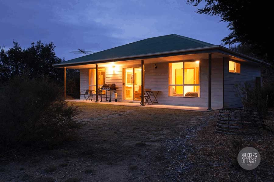 Shuckers cottage nestled in native bushland